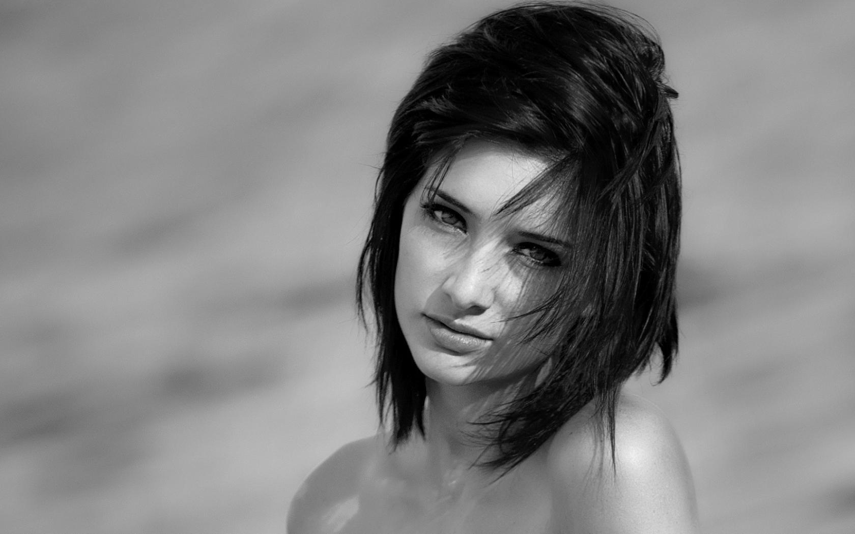 Чёрно белое фото девочек в белье 480/800 18 фотография